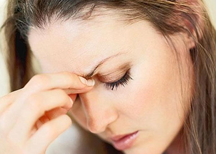 Đau đầu dữ dội không rõ nguyên nhân là triệu chứng cảnh báo đột quỵ
